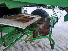 Factory dual disk chaff spreader for John Deere combines. Off a JD 9610. With aftermarket hydraulic connection (shown).