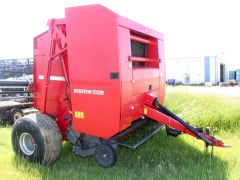 Hesston 2856A round baler for sale. Comes with monitor, twine only, nice baler.