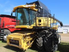 New Holland CR8090combine. 2033/2706 hrs, GPS-rdy, IntelliView & -Steer, lat tilt, AHHC, F/A, Y&M, hopper ext'n w/cover, duals, good cond.