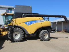2010 New Holland CR9090 Elevation Combine