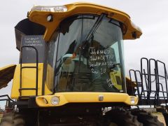 Complete cab off of 2006 New Holland CR970 combine. Overall 9/10 condition.