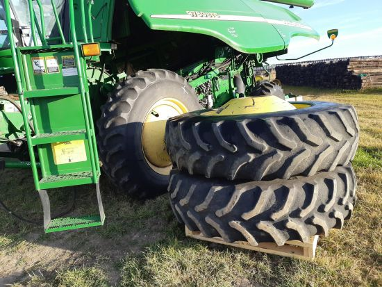Factory duals for John Deere STS. Off 9760 STS. With axle & ladder extensions, spacers & hardware. Tires poor, new tires avail.