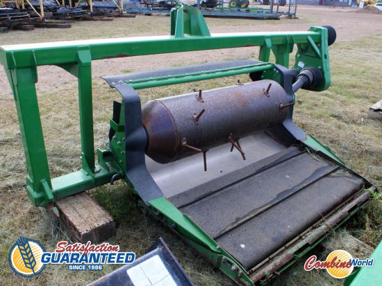 2009 John Deere 600-series header adapter for sale. Overall good shape. No single point or centre link.