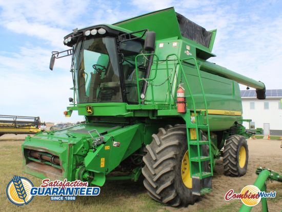 John Deere T670 conventional combine for sale. 1631/2528 hrs, GPS-ready, Command Centre, AHHC, F/A, reel speed, Y&M, hopper extension w/hyd fold cover.